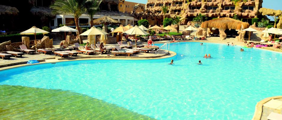 Caves Beach Resort. Heated Pool