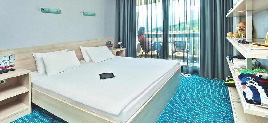 Люкс 2 комнатный с Двуспальной кроватью и Диваном