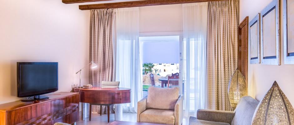 Pool View Suite. Living Room -Suite Pool View